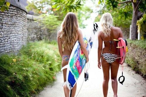 surf-chicks